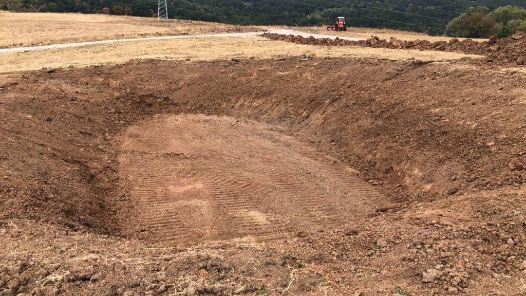 08.08.2019 – Изграждане на езеро в парка на Green Park Sofia